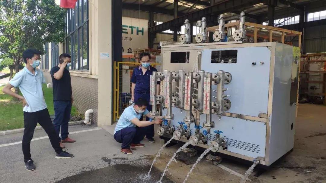 出厂前定制高压过热蒸汽发生器诺贝思技术人员正在进行设备的质量检测